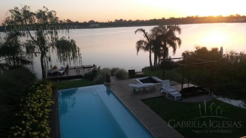 Espectacular casa al lago en Santa Clara.