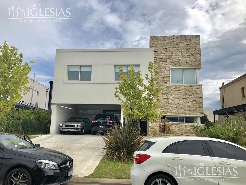 Casa en venta con 4 dormitorios en Los Alisos