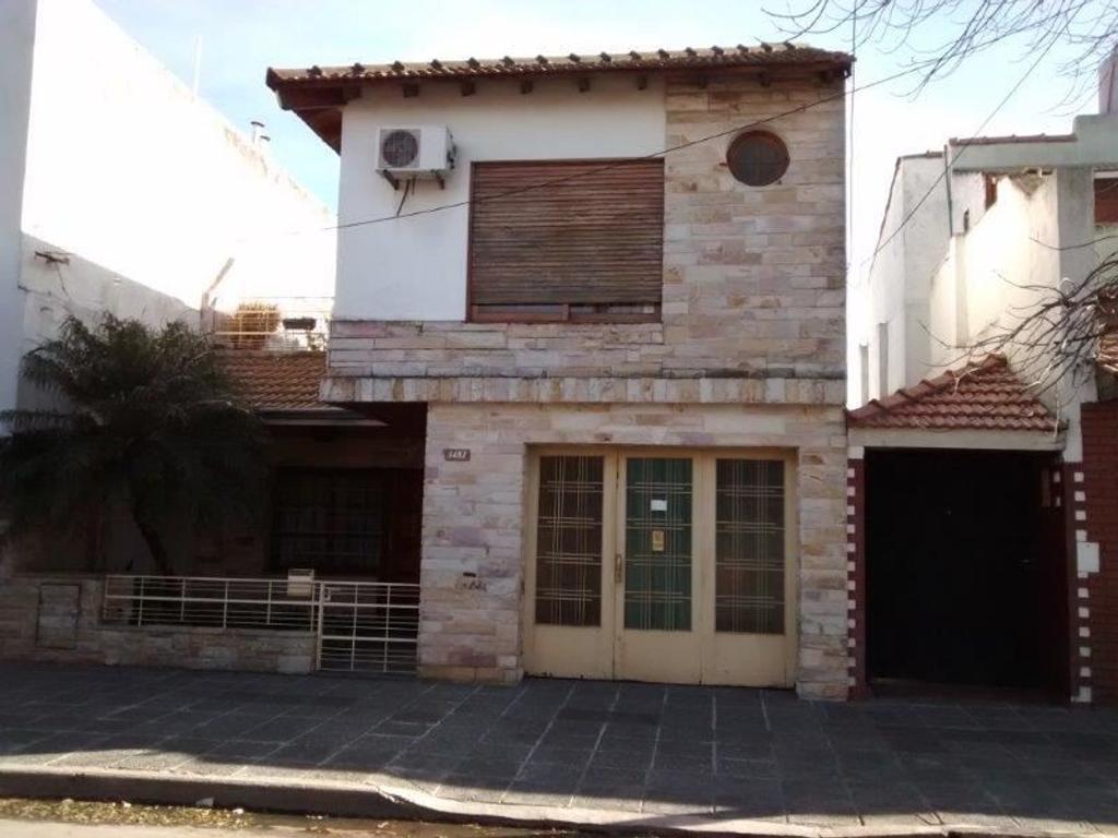 Bonita Casa Lote Propio 5amb Cochera Cubierta Patio c/Parrilla y Terraza. Lista para Entrar a Vivir!