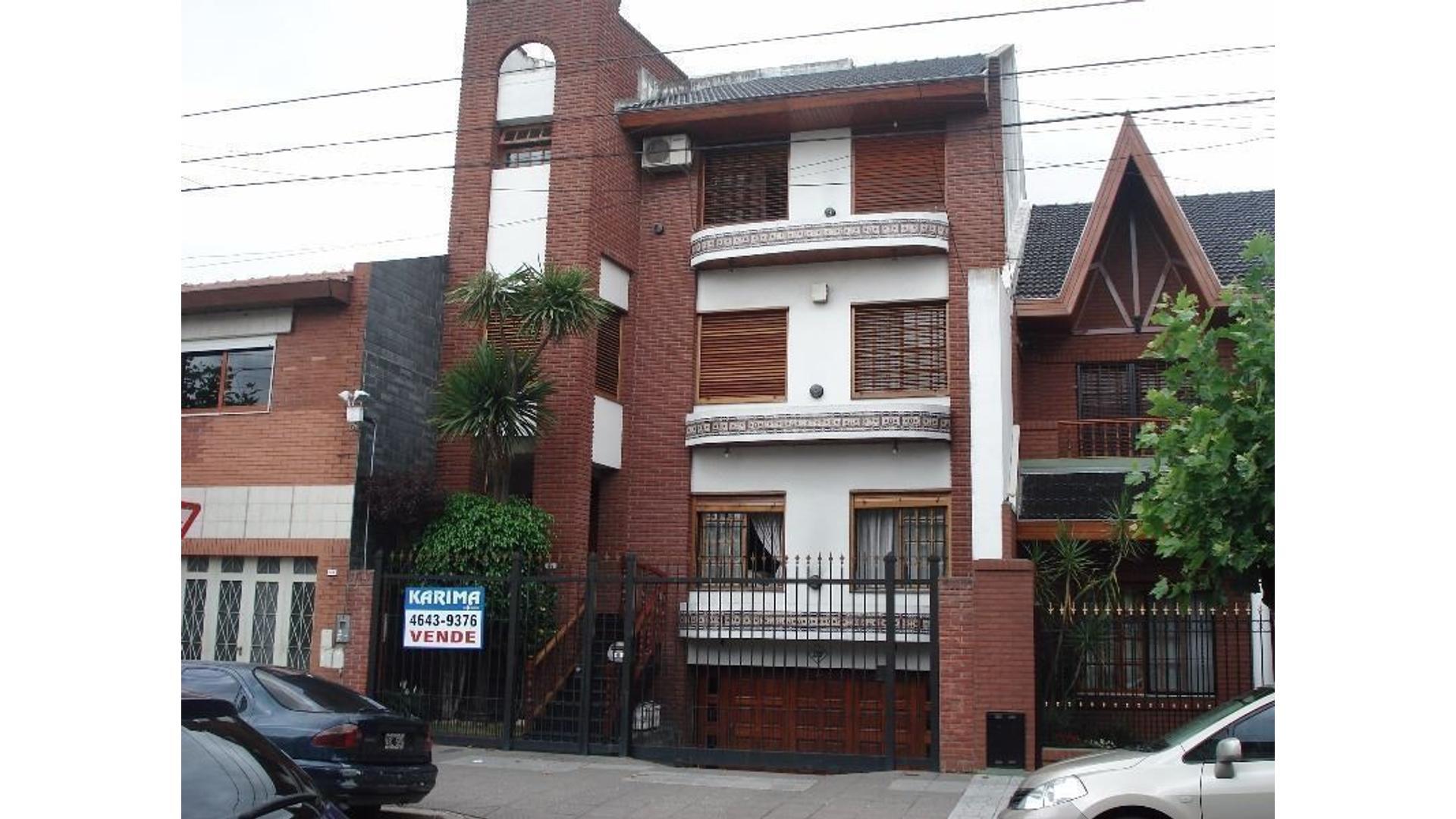 Villa Luro-Albariño 377-Casa  6 ambientes-8,66x30,25- 3 niveles-Quincho-Parque-Piscina-Cochera