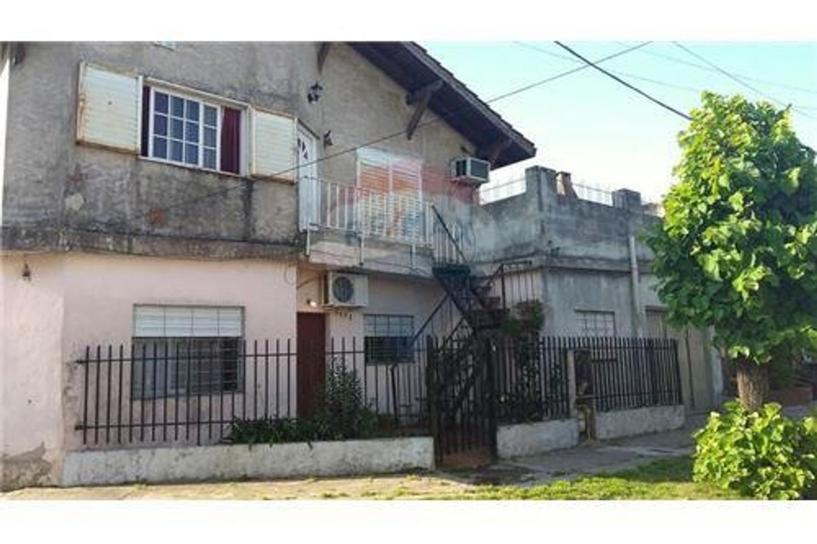 Casa en Lote Propio |Dos Cocheras|Patio|Terraza