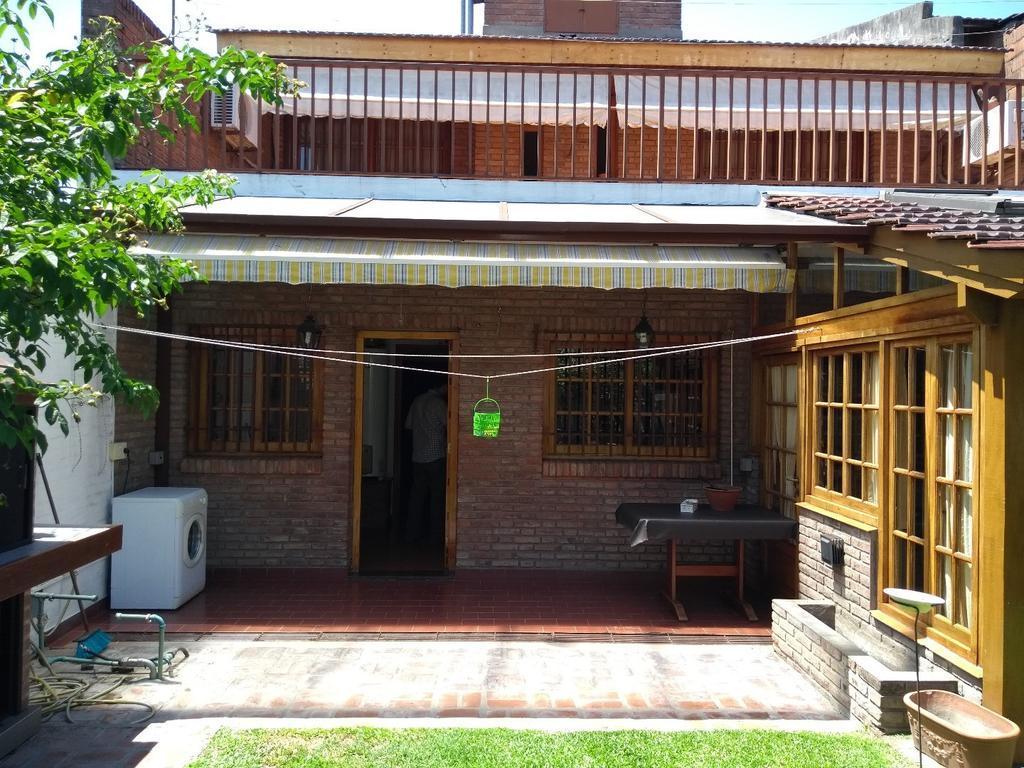 Chalet 2 plantas 2 dormitorios Impecable estado Carpinteria a medida