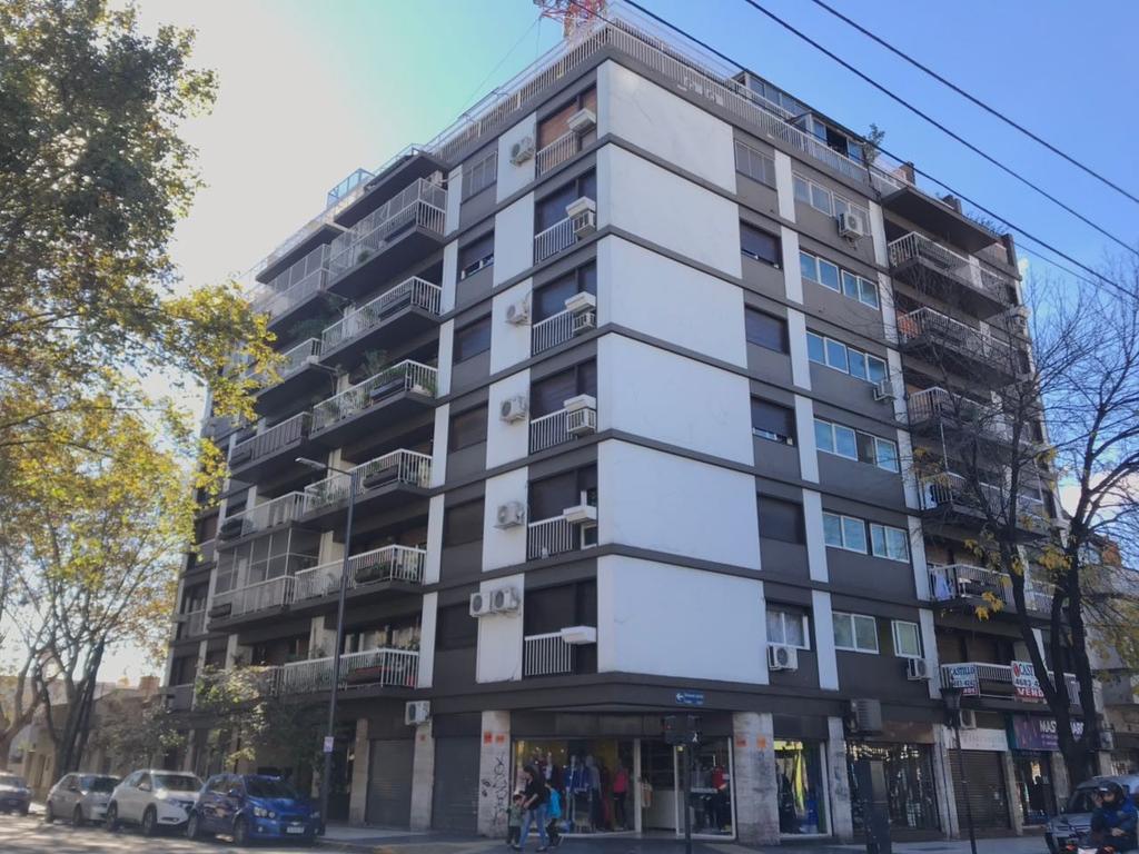 Departamento 1° piso 4 AMB CON DEPENDECIA -CON BALCON Y PATIO 70M2 - APTO CREDITO..