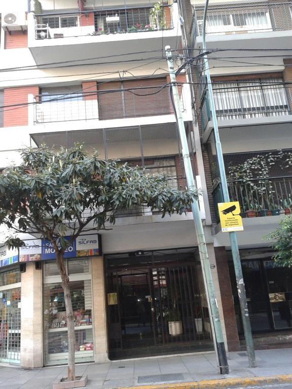 Excelente 2 ambientes recien pintado Totalmente a la calle con vista abierta Buenos placares Parket