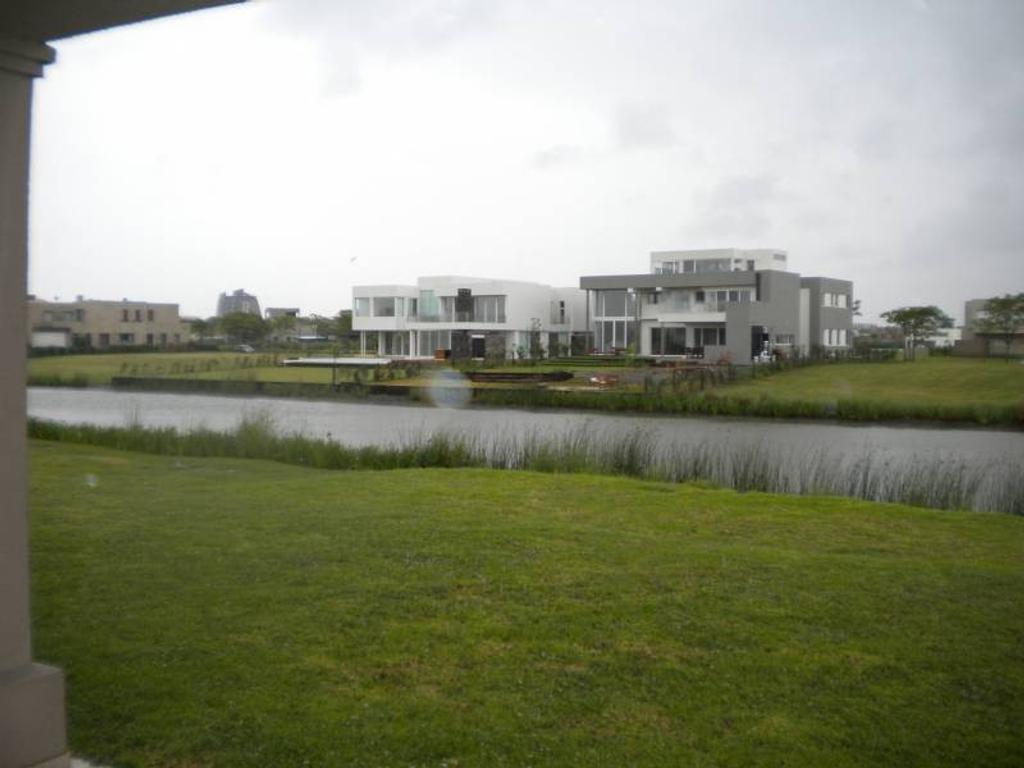 Espectacular casa al agua!!!