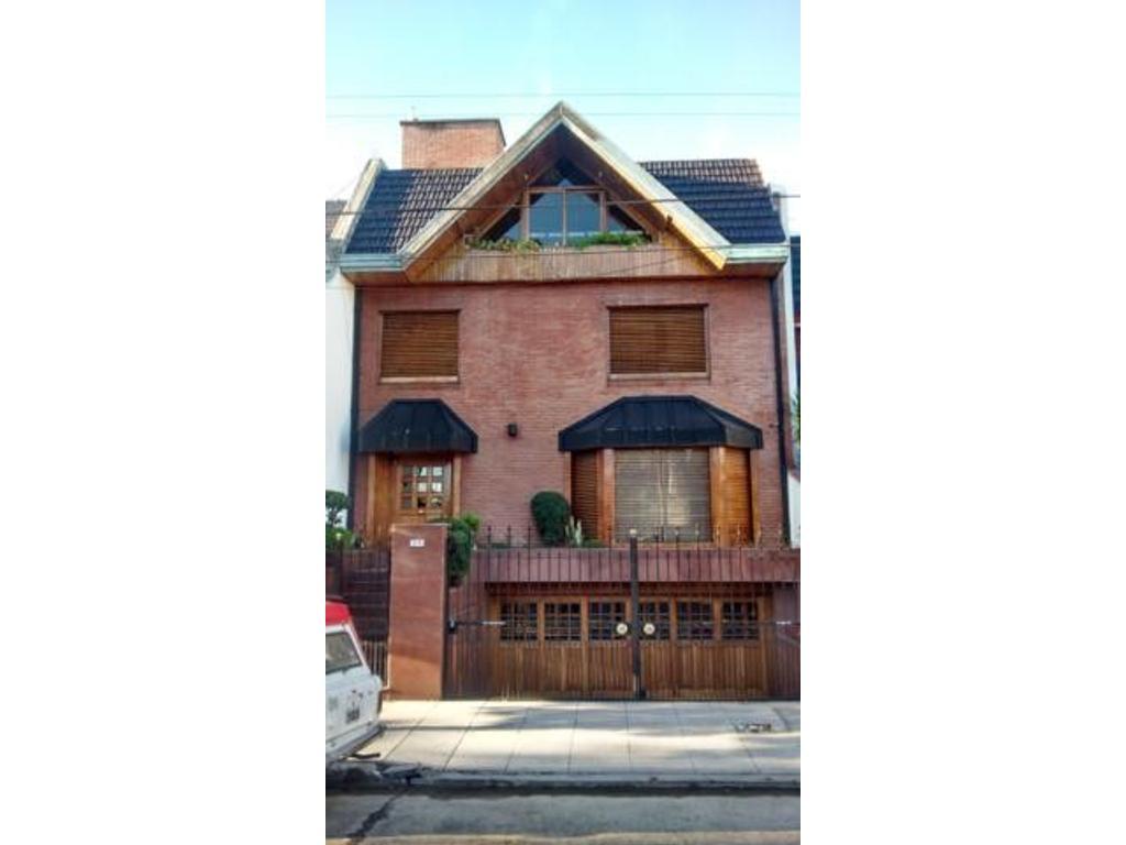 Casa en venta en av s m del carril 4770 villa devoto for Casa de azulejos en capital federal