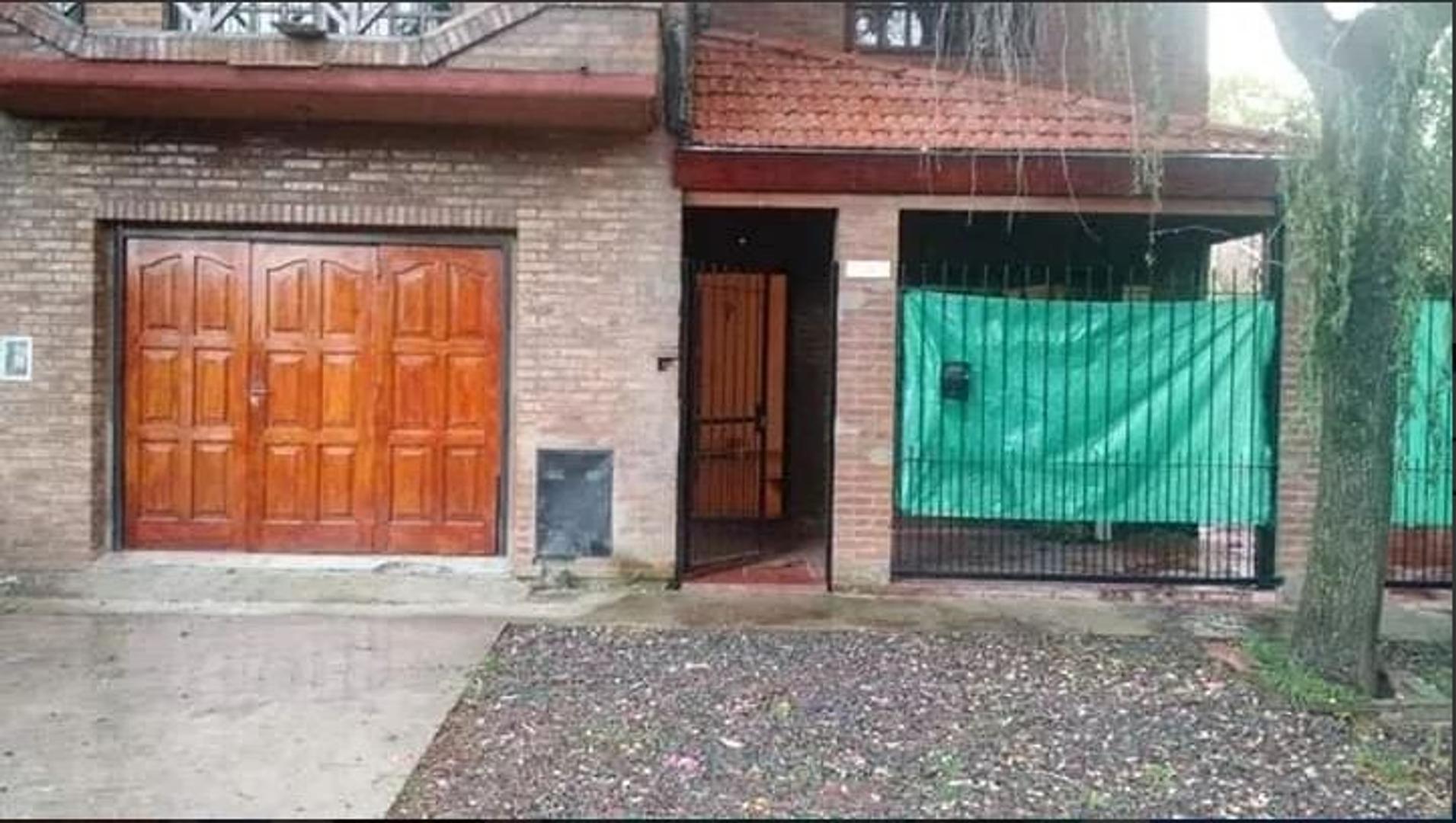 Casa en Venta en Villa Gobernador Udaondo - 5 ambientes