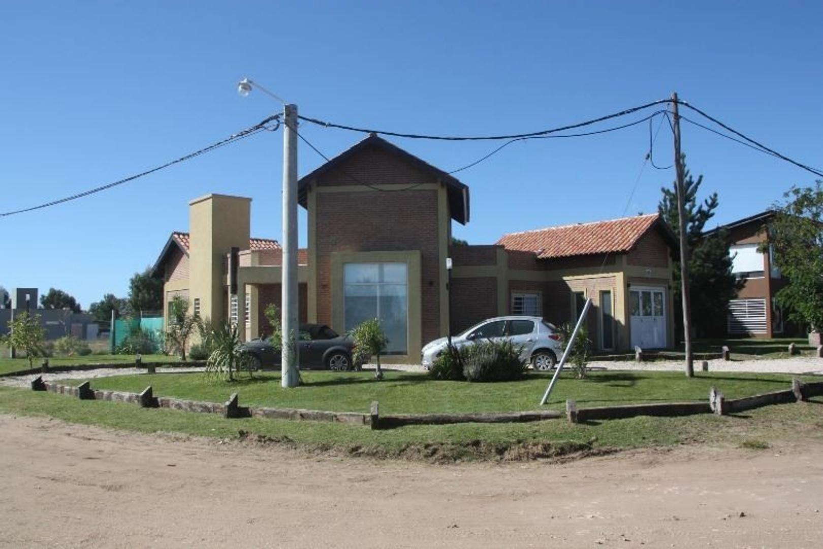 EXCELENTE CASA EN BARRIO SAN RAFAEL (MAR DE AJO)