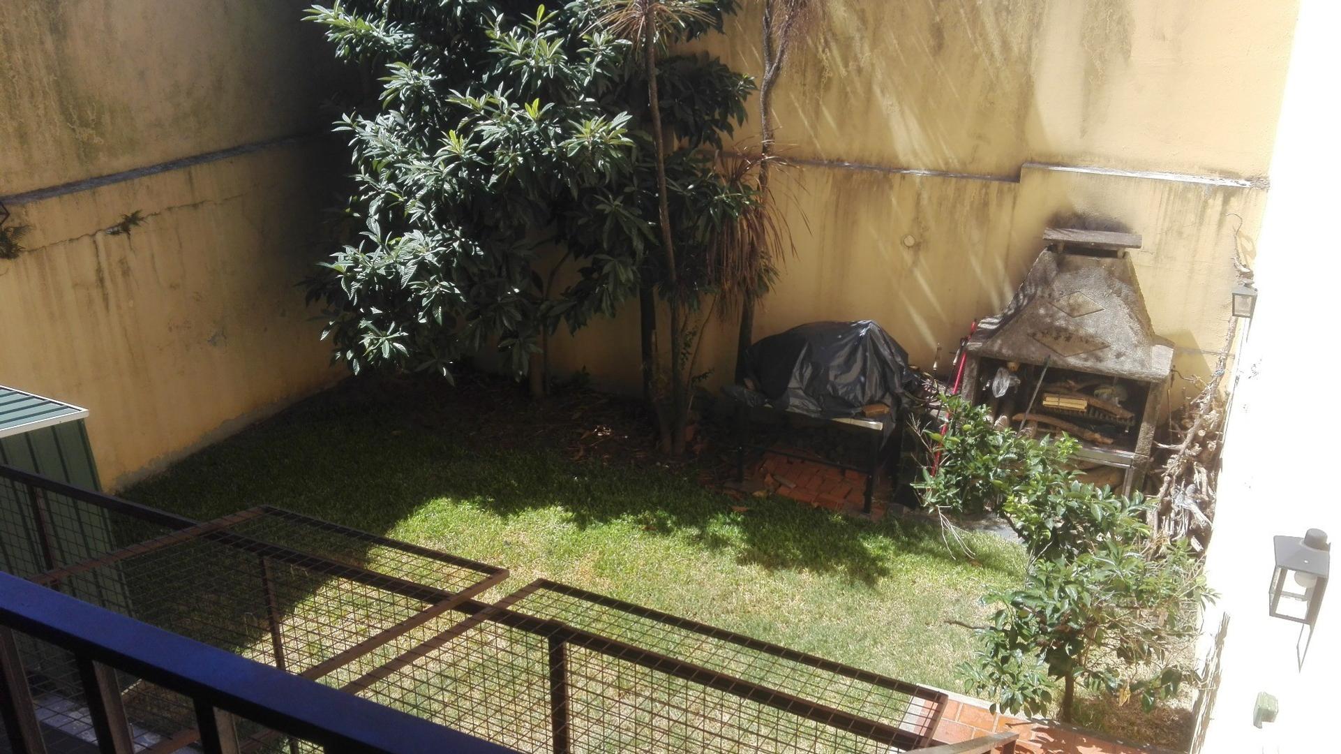 Excelente Departamento de 4 Ambientes con Jardín Propio