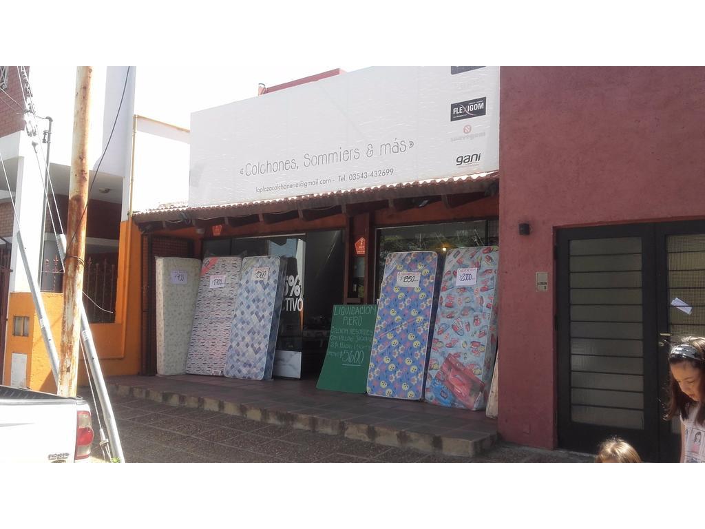Amplio local en alquiler frente a la plaza de Villa Allende