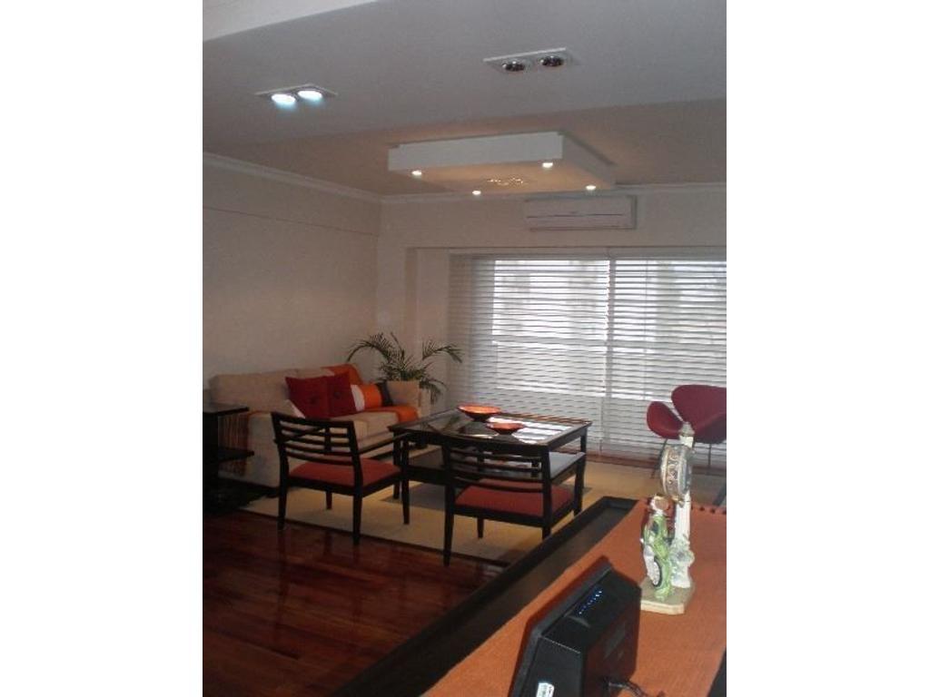 Importante semi piso de cuatro ambientes con dependencia al frente con detalles  de categoría.