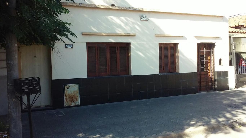 Casa venta REFCACIONAR  a 300 mts acceso Oeste y Gral. Paz
