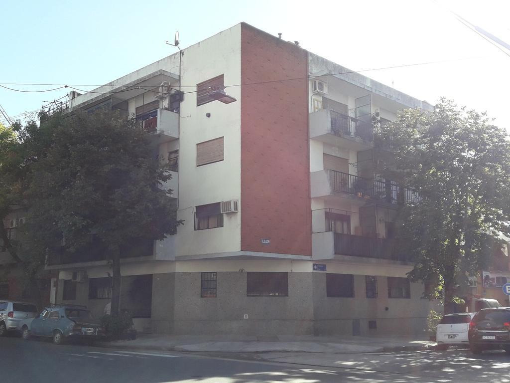 DEPARTAMENTO 2 AMB.-EXCELENTE UBICACIÓN - 2º X ESCALERA - AMPLIO -LUMINOSO- LAVADERO-
