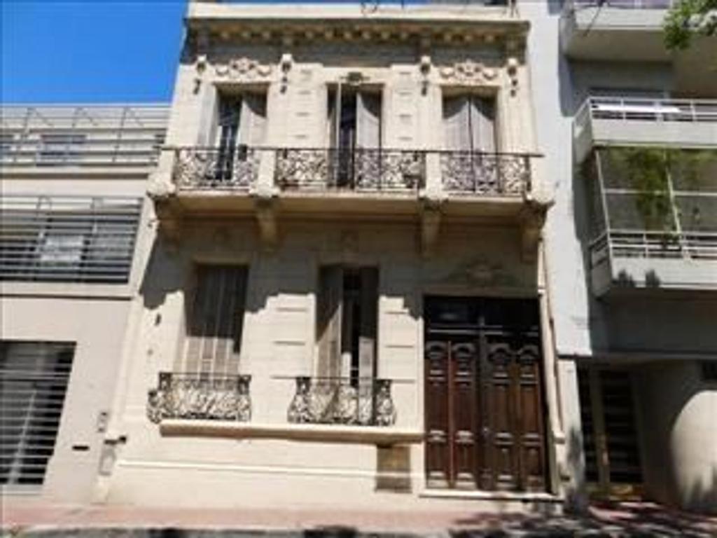 Departamento tipo casa en venta en defensa 1500 san for Casa de diseno san telmo