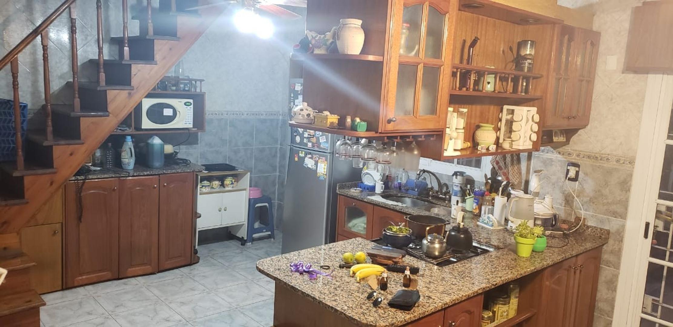 Cacique Namuncura 900 - 5 ambientes con cochera