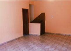 LOMAS DEL MIRADOR - ALQUILER - P.H EN PLANTA ALTA DE 4 AMB.-
