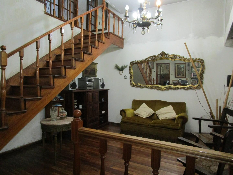 Vendo Casa en 3 Plantas - Bacacay 3700 – Floresta-Apto Crédito
