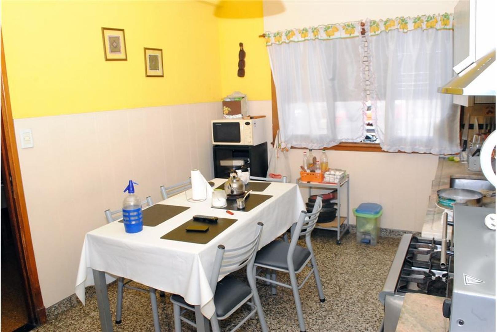 Casa en Venta en Ciudadela - 7 ambientes