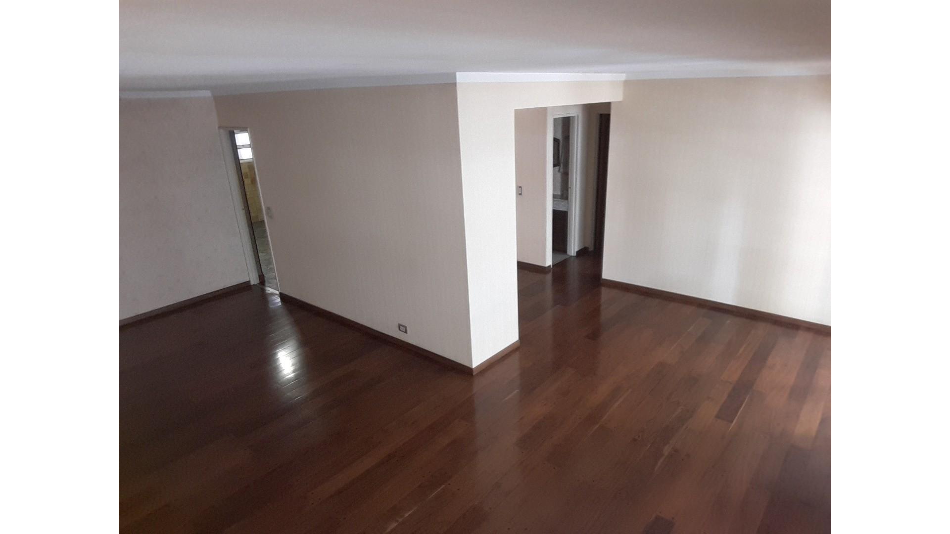 Excelente 2ºPiso Hall  priv. 5 ambientes + dependencia y lav. independiente - balcones al frente