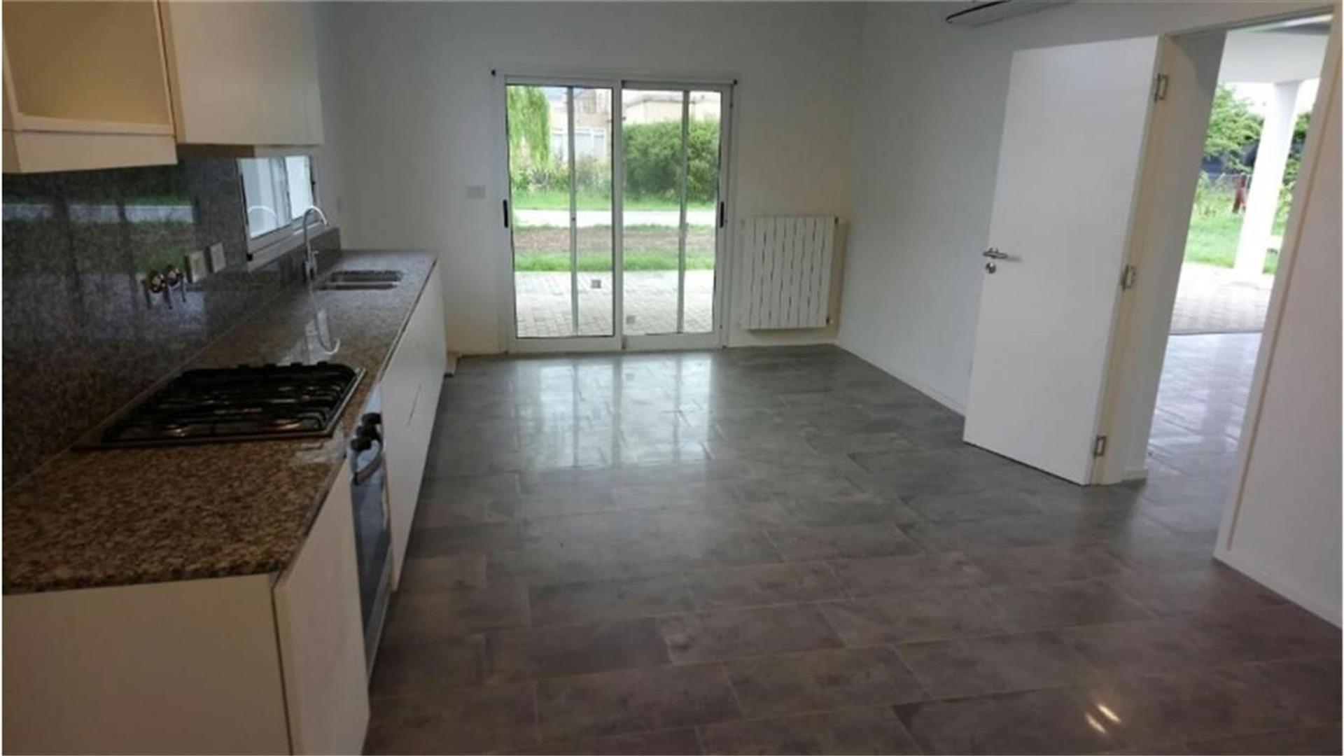 Casa en Alquiler en Rosario - 6 ambientes