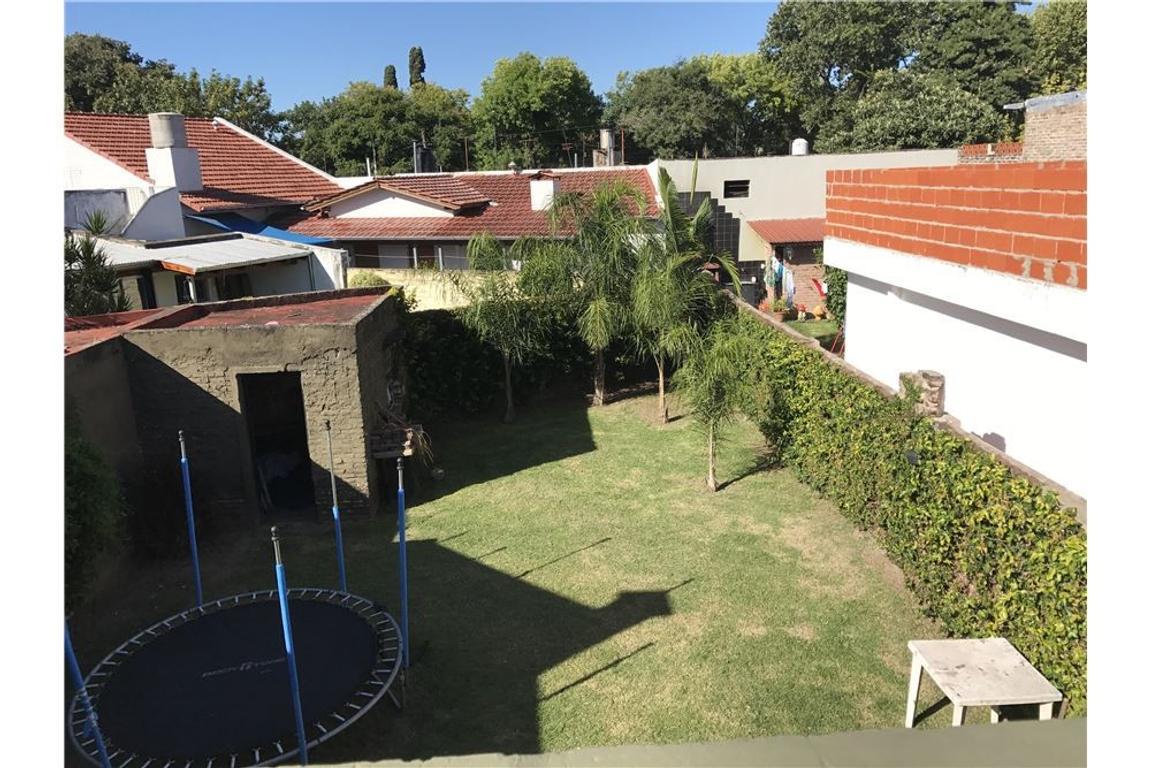 VENTA -Casa de dos dormitorios con cochera y patio