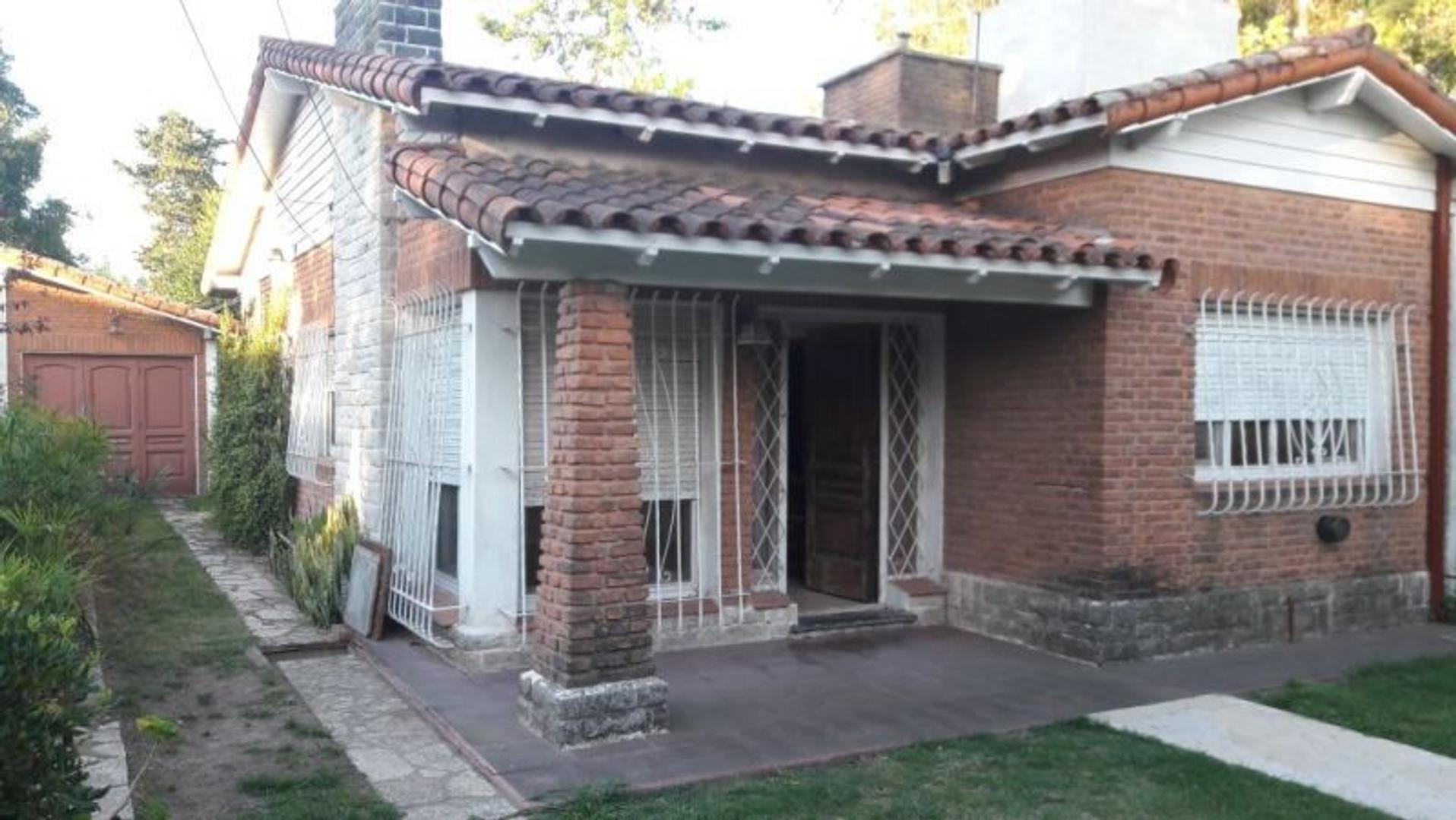 XINTEL(INB-INB-2101) Casa - Venta - Argentina, Berazategui - CALLE 365 1120