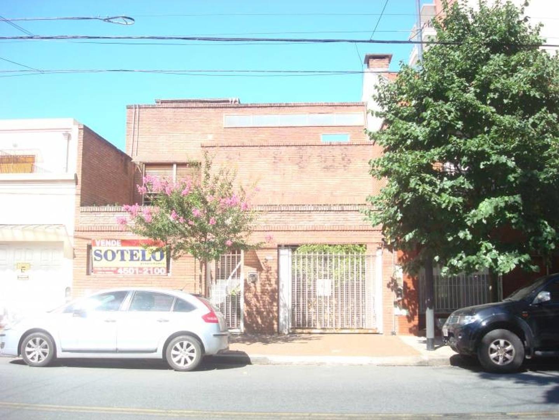 Casa en 2 Plantas Garage y Fondo con Pileta