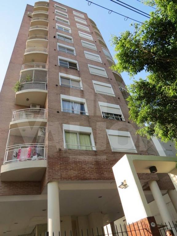 3 Ambientes al frente con 2 balcones