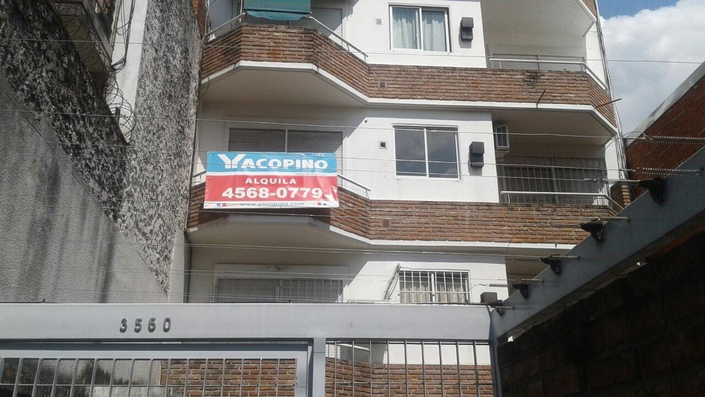Excelente monoambiente con cocina independiente y balcon