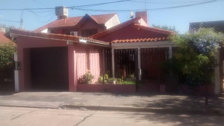 Casa estilo colonial 3 dormitorios, c/Garaje y fondo libre. Padua Norte. GBA