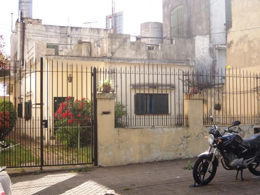 Venta de Casa 3 AMBIENTES en Saavedra muy amplia
