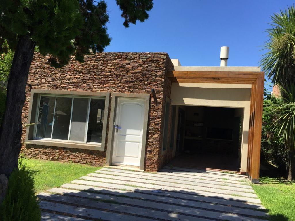 Casa  en Venta  C.C. Banco Provincia, Zona Oeste - OES0701_LP115287_1