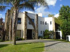 Bº Country La Deseada - Hermosa Casa Moderna.