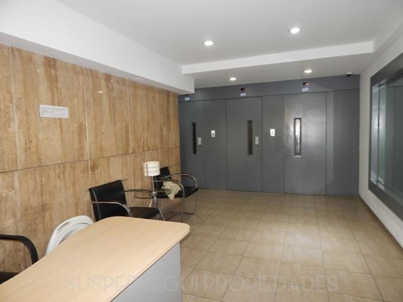 Departamento Apto Banco de 3 Dormitorios con Dependencias y Cochera, Calle 10 esq 49 La Plata