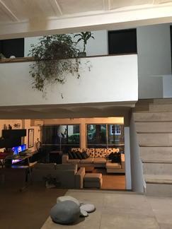 Hermosa casa distribuida en 2 plantas, excelente calidad, y muy funcional.
