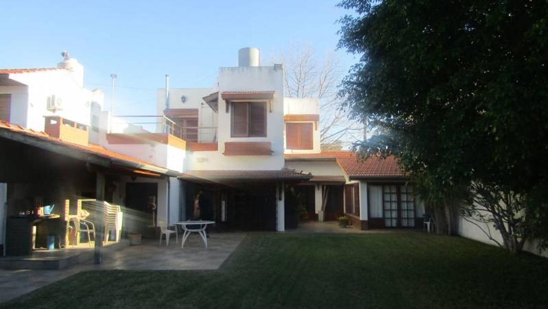 Excelente casa con amplio lote en Bernal! Ideal dos familias.