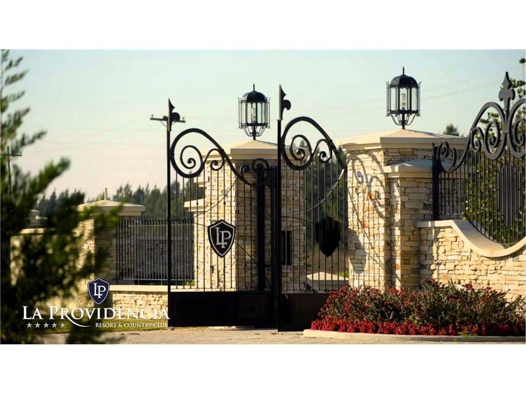 EXCLUSIVO LOTE BARRIO GOLF (Doble acceso) 1.772 m2