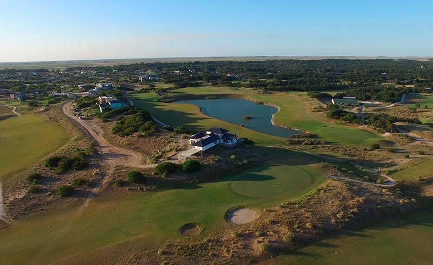 Costa Esmeralda - Lote 100  de 1646 m2 - Golf I