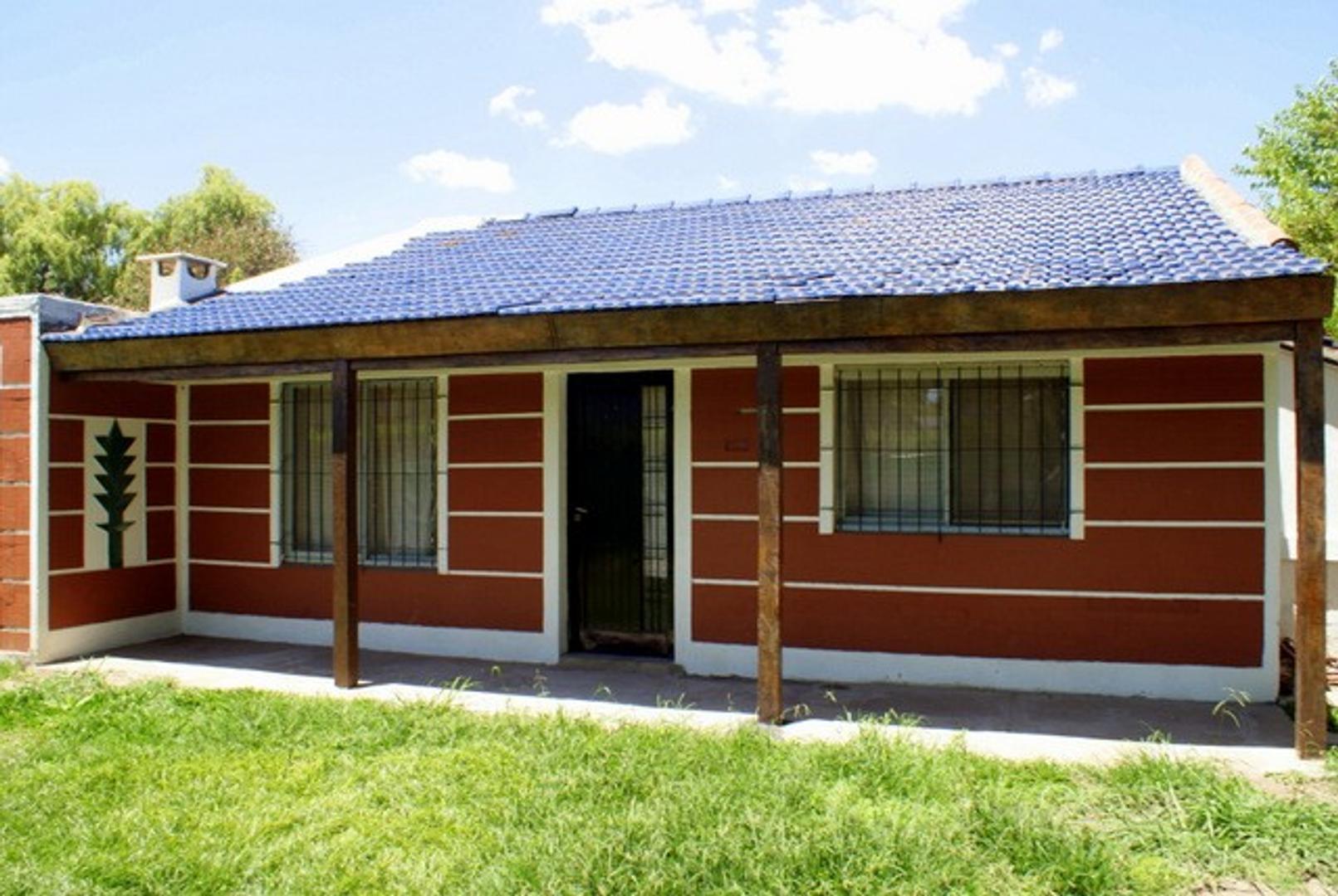 Living, cocina-comedor, 2 dormitorios, 2 baños, con garage, y lavadero, a 1/2 cuadra de la Ruta 26.-