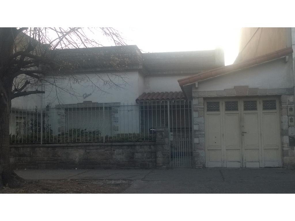 VENTA DIRECTA Casa de 4 ambientes con Garaje