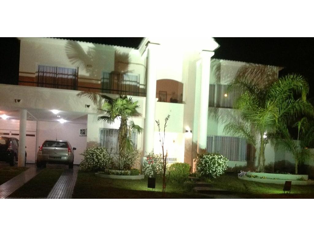 EXCELENTE CASA en VALLE ESCONDIDO B° LOS CIELOS - 4 dormitorios
