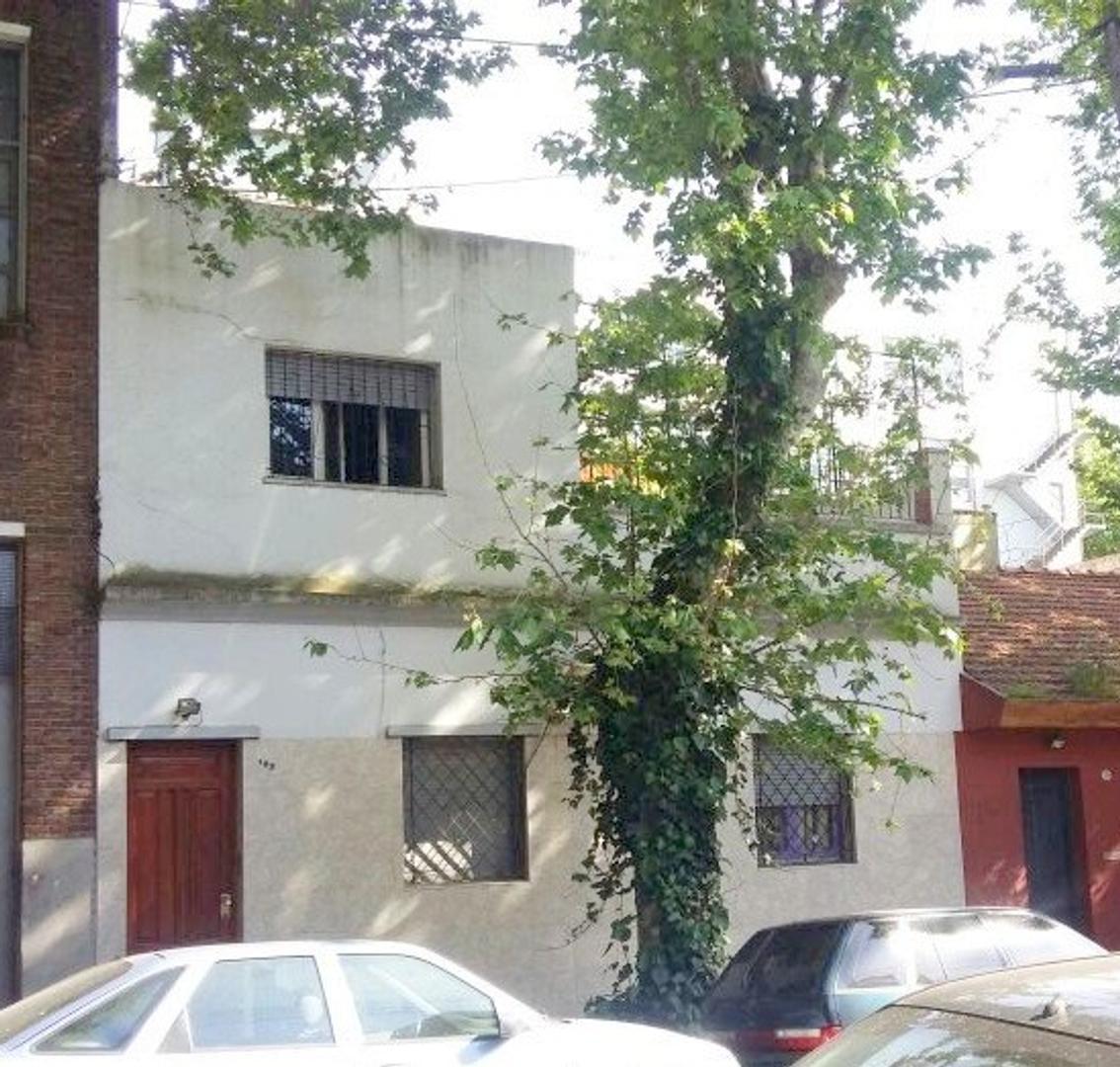 PH de 3 ambientes en 2 plantas. 2 Dormitorios. 80 m2 cub. Ideal vivienda multifamiliar. OPORTUNIDAD