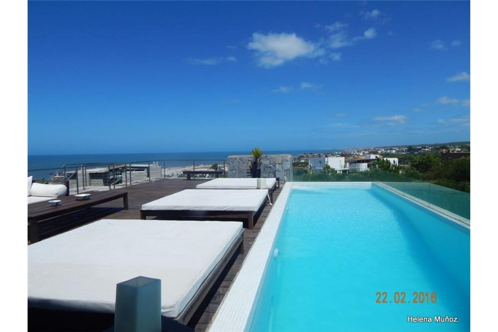 Esplendida vista al mar c/ 7 suites y piscina.
