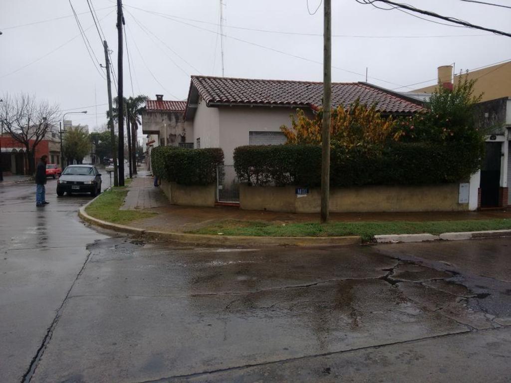 Casa  3 amb. en esquina Matheu y Mitre - Consulte