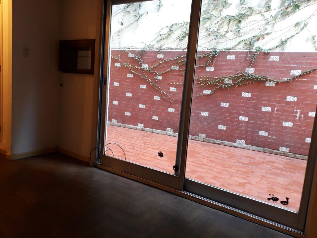 Departamento 2 ambientes, al contrafrente, planta baja, 2 patios