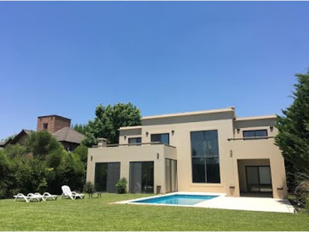 Impecable casa en venta en Los Pilares