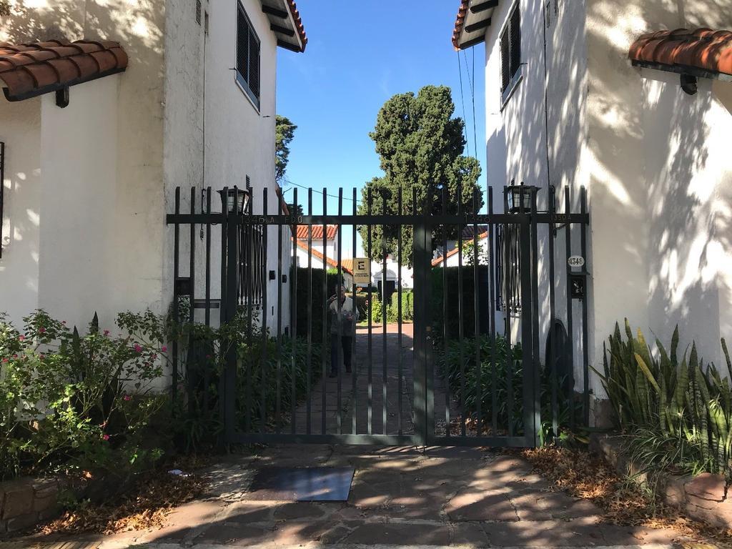 Chalet de 2 dormitorios con dependencias jardin  y garaje U$S 290.000