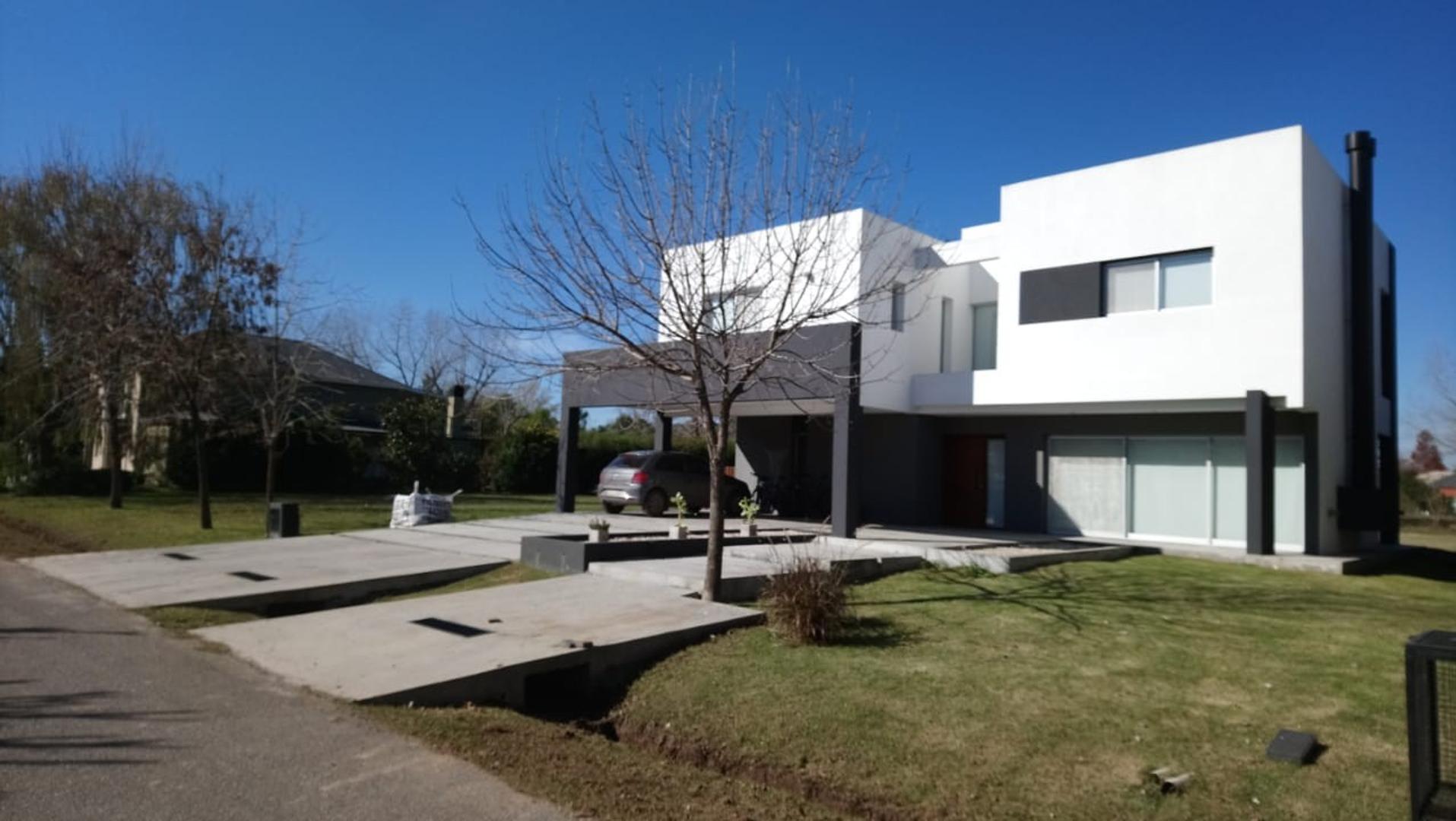 Excelente casa Minimalista