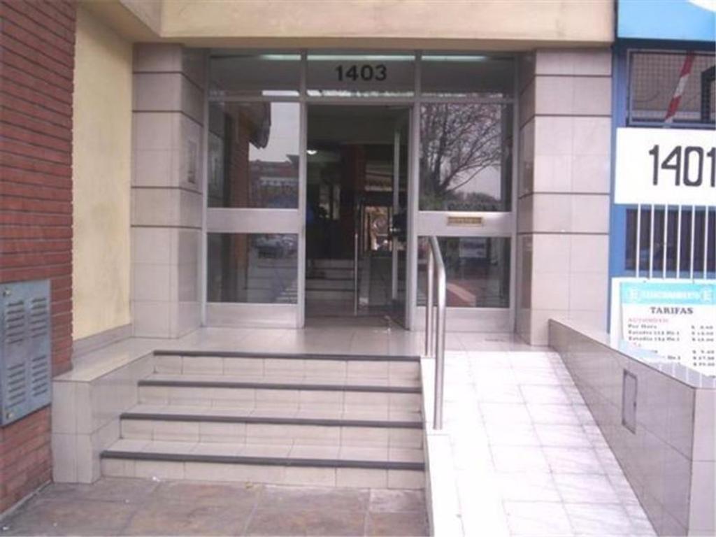 Alquiler de oficinas 220metros sobre Av.Mitre 1400