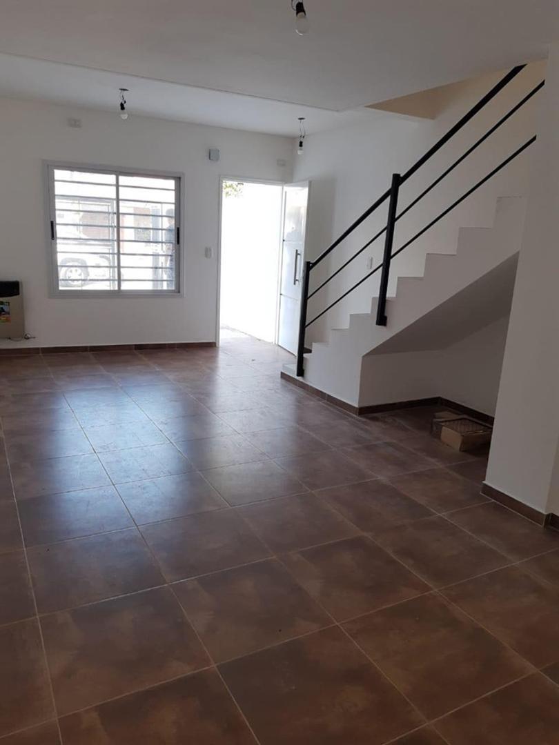 Casa en Venta - 4 ambientes - USD 182.000